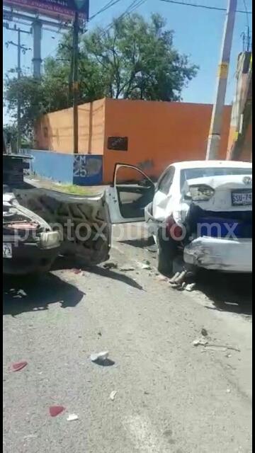 CHOQUE ENTRE DOS VEHÍCULOS EN SANTIAGO, REPORTAN DOS HERIDOS.