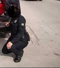 SE LE ACCIONA ARMA DE FUEGO A MUJER POLICIA EN PATIOS DE SEGURIDAD EN SANTIAGO.