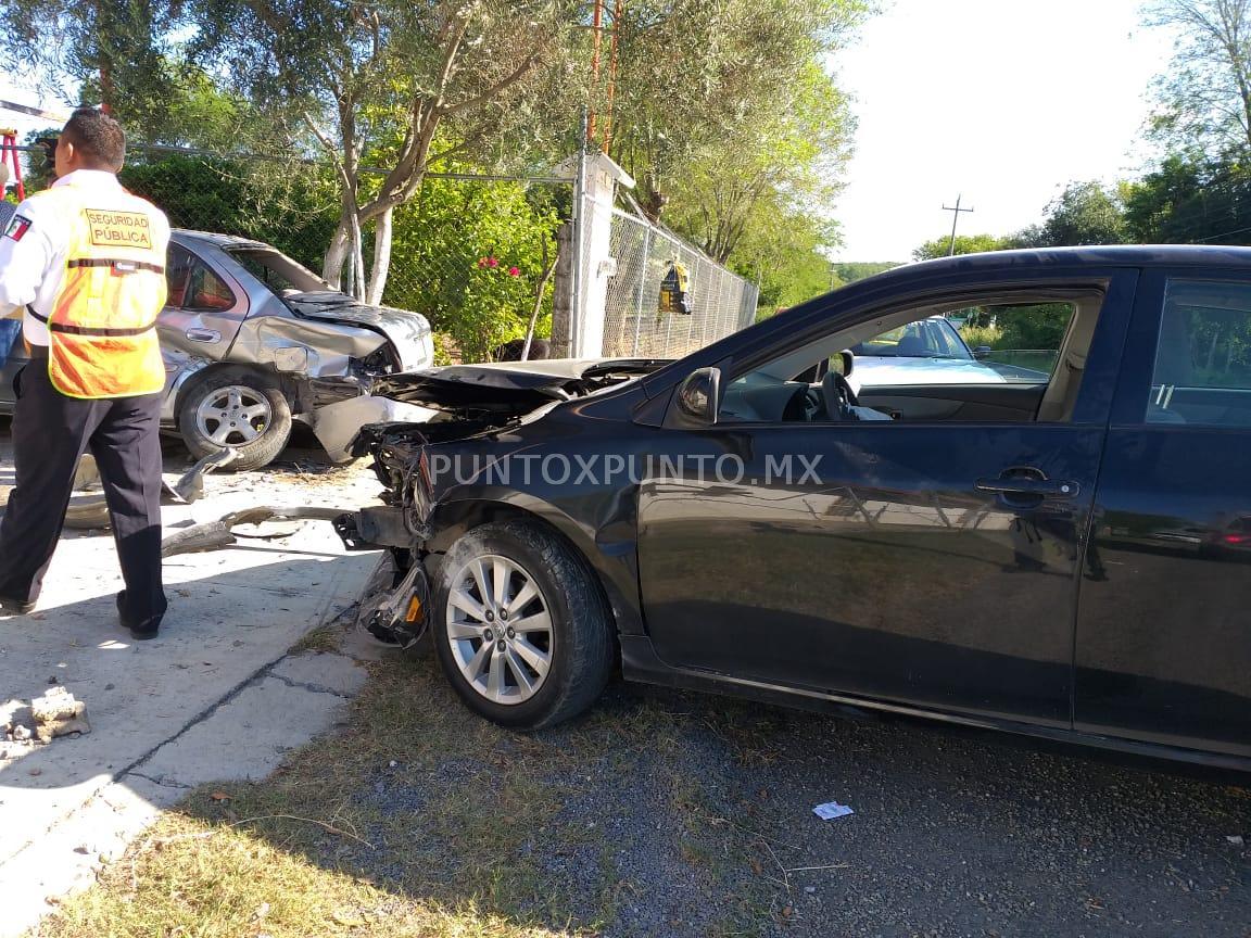 CHOCA CON VEHICULO ESTACIONADO EN ALLENDE, REPORTA DAÑOS MATERIALES.