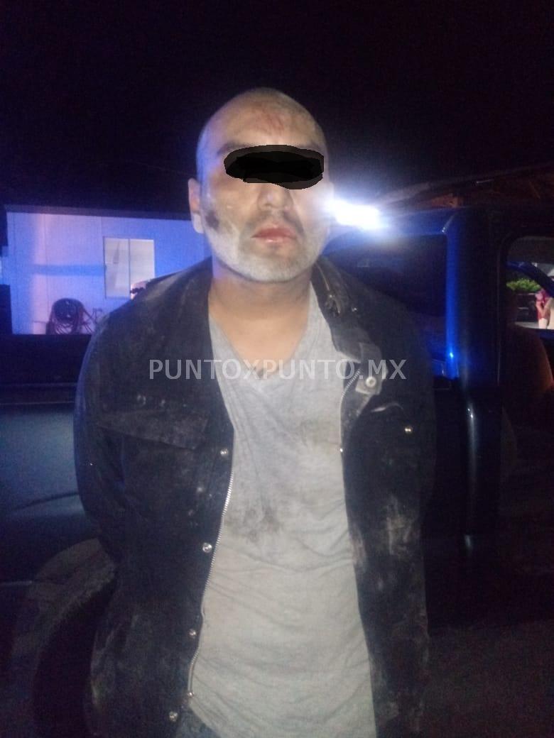 DETIENE POLICIA DE ALLENDE A DOS HOMBRES POR ASALTO EN LOTE DE AUTOS, LES ASEGURAN ARMA DE FUEGO, SON CONSIGNADOS.